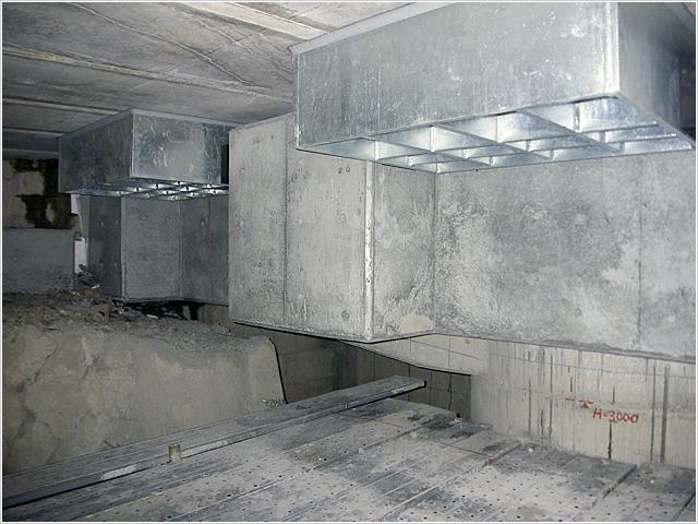 落橋防止装置 完成:鉄骨落橋防止装置    RC落橋防止ブラケット 地震時に橋が落ちないように、